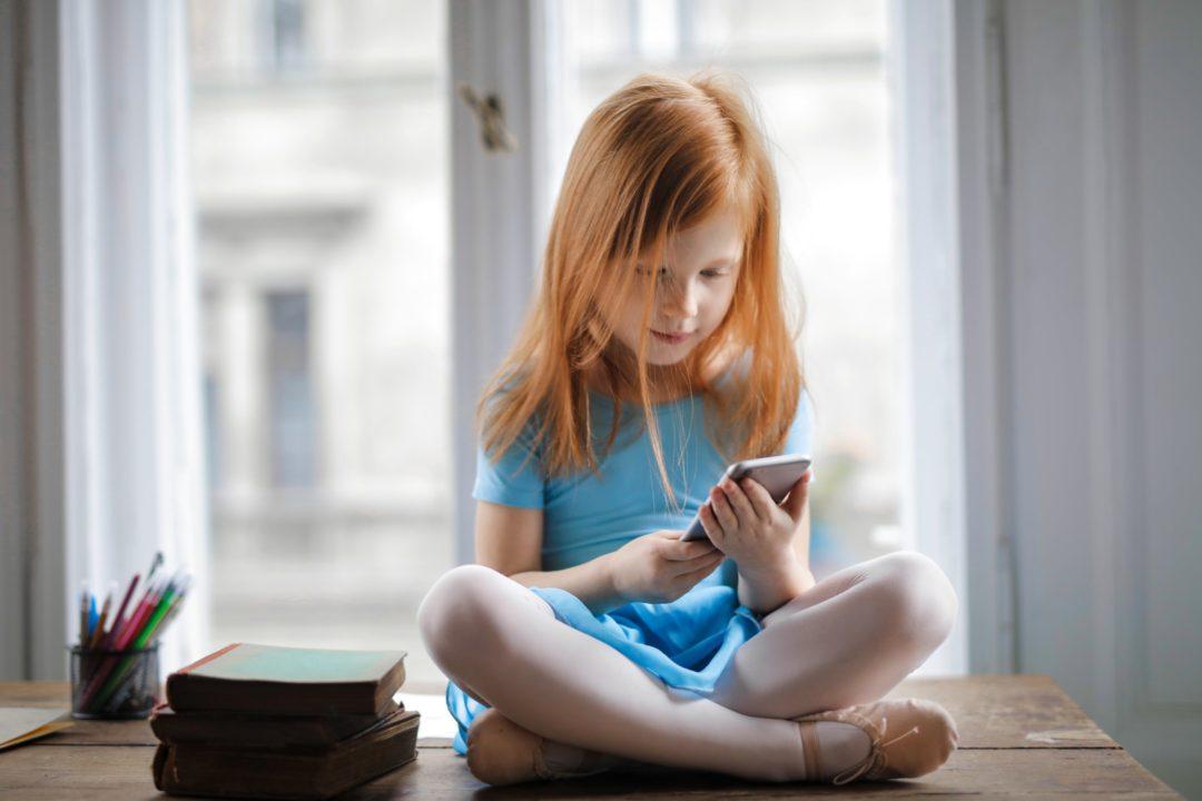 Стоит ли покупать телефон ребенку