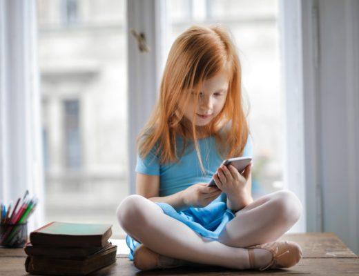 Чи варто купляти дитині телефон